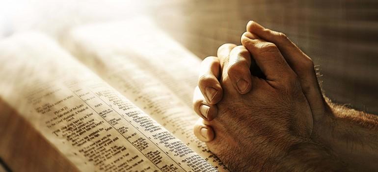 jesus-christ-pray-hand-for-best-wishes-hd-desktop-background-wallpapers-770×350